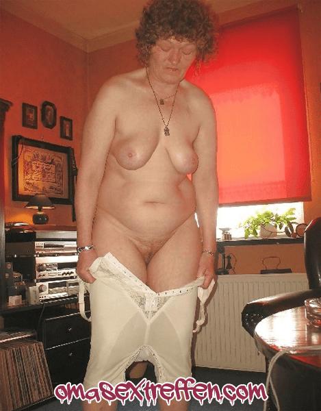 Oma pisst ins Höschen beim Date