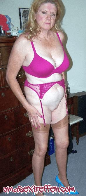 Vernachlässigte Oma aus Wien sucht Affäre